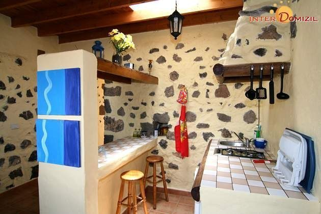 Küchenzeile und Esstheke Wohnung Julian