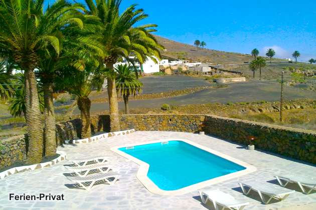 Kanarische Inseln Lanzarote Finca mit Gemeinschaftspool