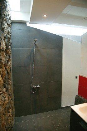 LZ 184321-2 Dusche im Badezimmer