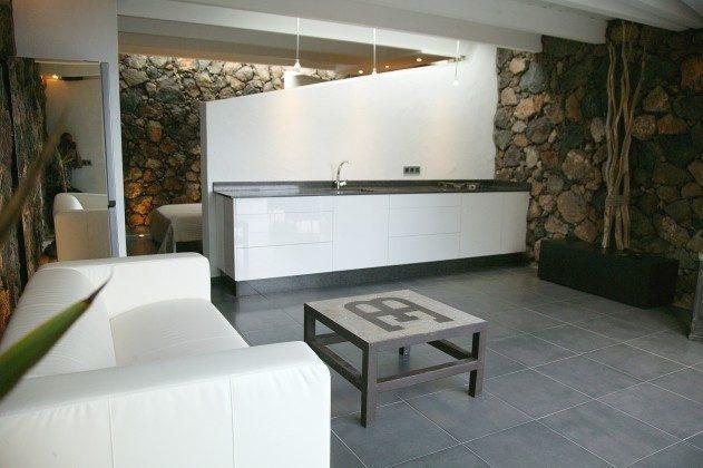 LZ 184321-2 Wohnraum mit angrenzender Küchenzeile