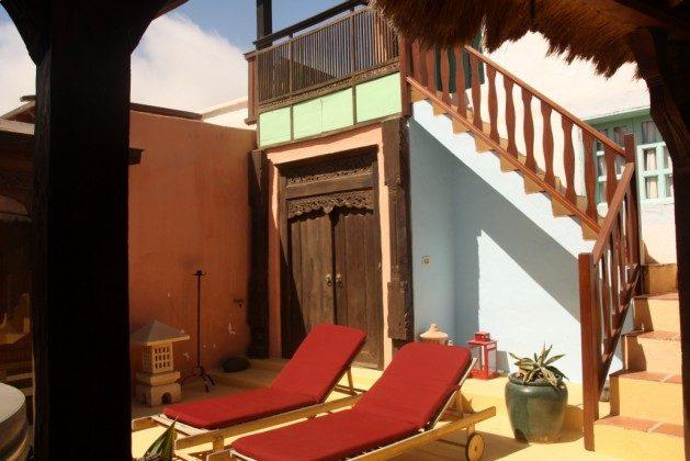 LZ 36081-1 Innenhof mit Sonnenliegen