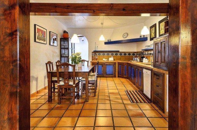 LZ 144288-37 Küche mit weiterem Esstisch