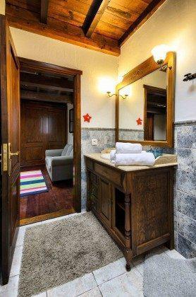 LZ 144288-37 Badezimmer mit Dusche