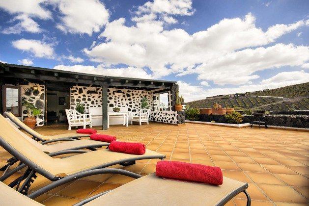 Ferienhaus Lanzarote mit großer Sonnenterrasse und phantastischer Aussicht