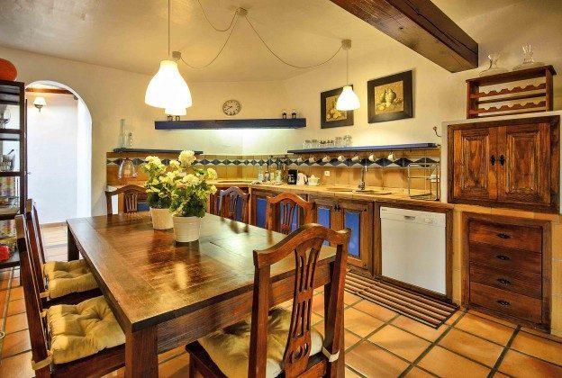 LZ 144288-37 Küche mit Esstisch