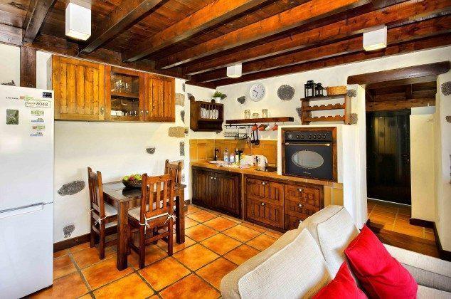 LZ 144288-38 Wohnzimmer und anschließender Küchenbereich