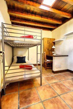 LZ 144288-38 Kinderzimmer mit Etagenbett und Schreibtisch