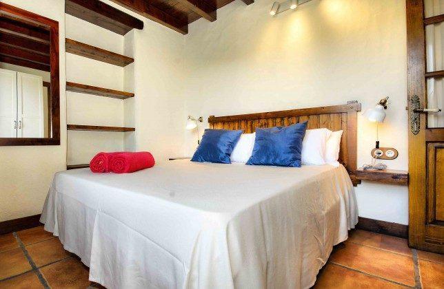 LZ 144288-38 Schlafzimmer mit Doppelbett