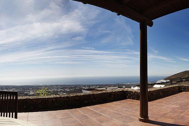 Aussicht von der Terrasse auf das Meer