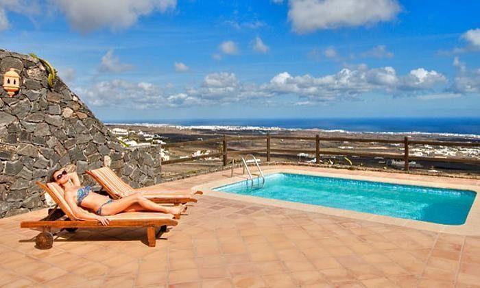 Panoramabild Pool und Meerblick