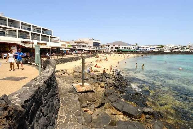 Promenade und Strand von Playa Blanca