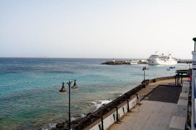 Ausblick auf Promenade und Fährhafen
