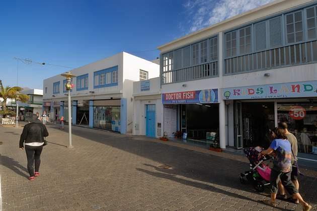 Geschäfte in der Fußgängerzone Playa Blanca
