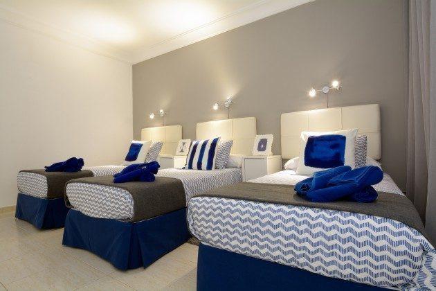 Schlafzimmer mit drei Einzelbetten LZ 110068-11