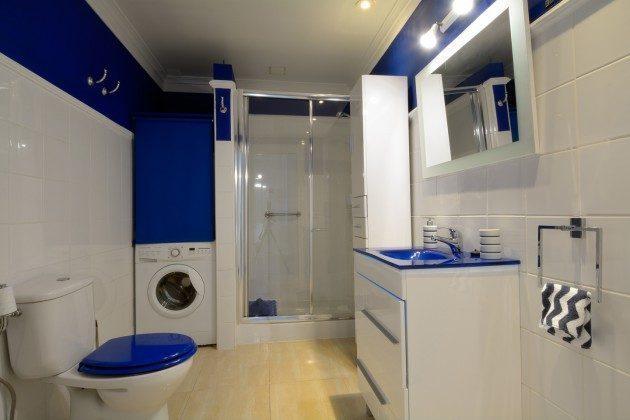 Badezimmer mit Dusche und Waschmaschine LZ 110068-11