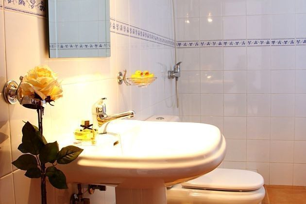 LZ 110068-4 Wohnbeispiel Badezimmer mit Dusche