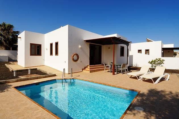 Wohnbeispiel Villa mit Pool und Sonnenterrasse