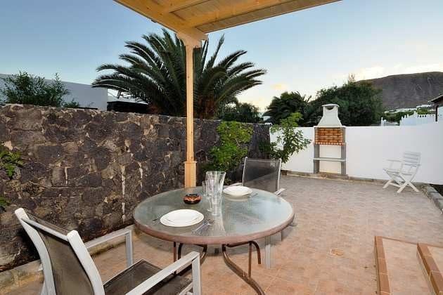 Wohnbeispiel Terrasse mit Gartenmöbeln Objekt LZ 110068-4