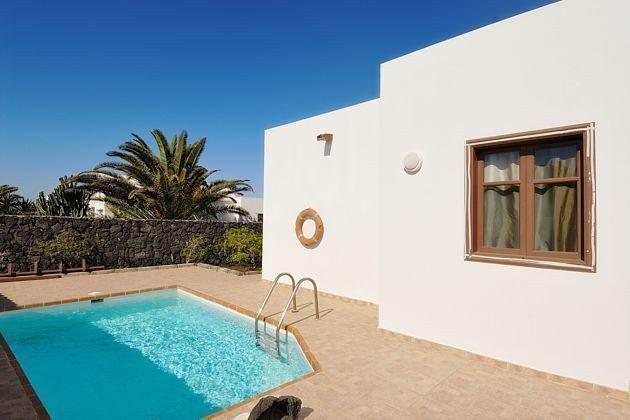 LZ 110068-4 Wohnbeispiel Villa mit Pool und Sonnenterrasse
