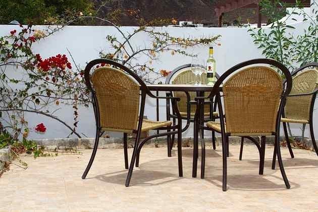 LZ 110068-4 Terrasse mit Gartenmöbeln