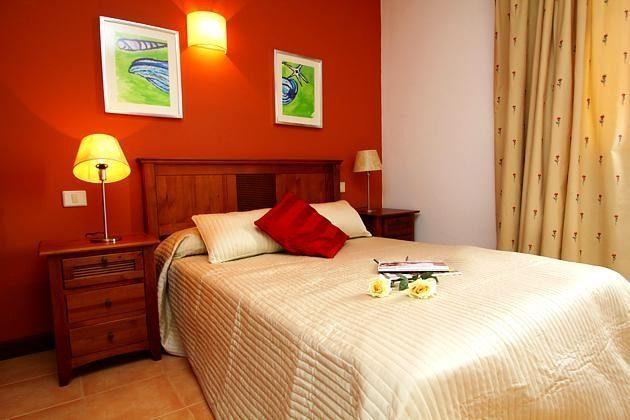 LZ 110068-4 Wohnbeispiel Schlafzimmer mit Doppelbett
