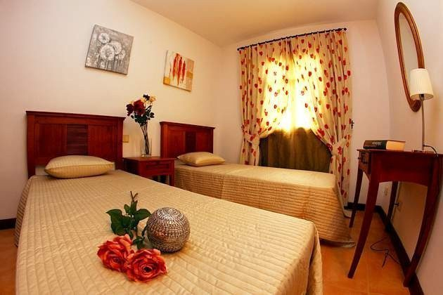 LZ 110068-4 Wohnbeispiel Schlafzimmer mit Einzelbetten