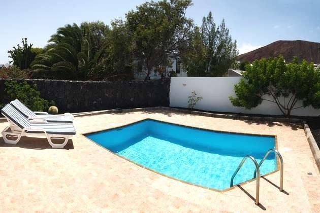 Wohnbeispiel privater Pool mit Sonnenterrasse