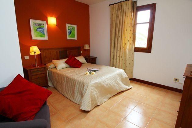 LZ 110068-4 weiteres Wohnbeispiel Schlafzimmer mit Doppelbett