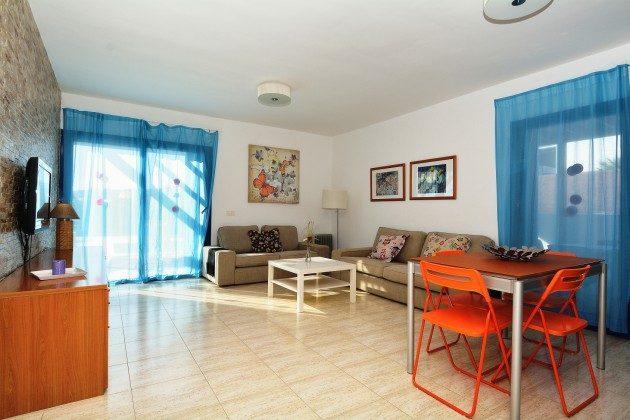 110068-5 Wohnzimmer und Essplatz, 1 V