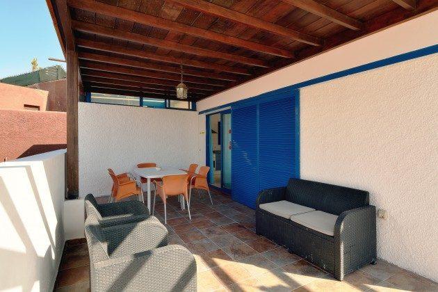 110068-5 überdachte Terrasse mit Sitzmöbeln, 1 V