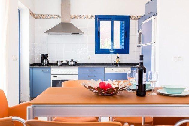 110068-5 Esstisch und Küche, 1 V