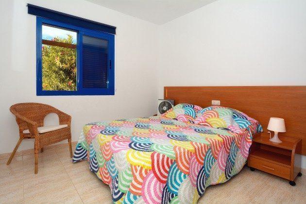 110068-5 Schlafzimmer mit Doppelbett, 2 C