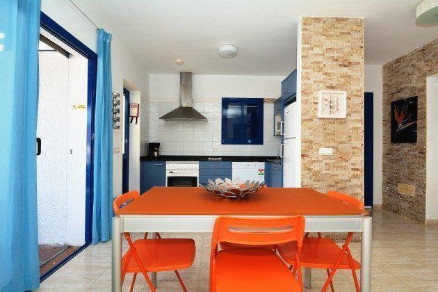 110068-5 Esstisch und Küchenzeile, Villa 1 V