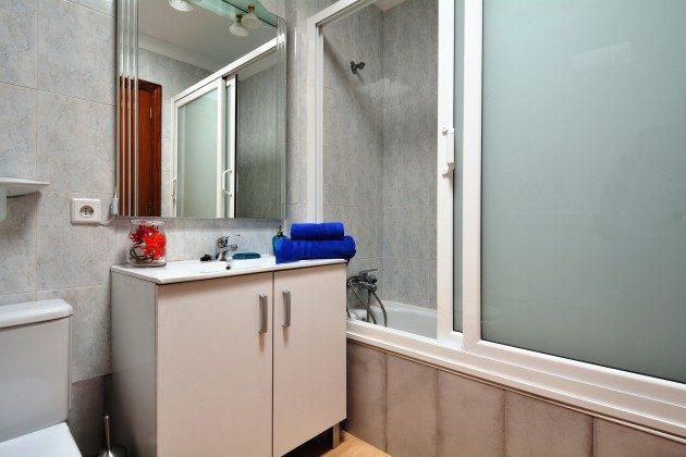 LZ 110068-65 Badezimmer mit Wanne
