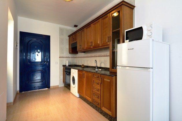 LZ 110068-65 Eingangstür und Küchenzeile