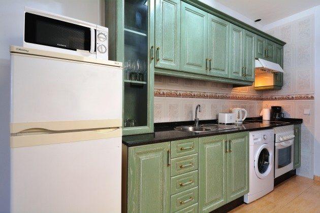 LZ 110068-71 Küchenzeile, gut ausgestattet zur Selbstversorgung