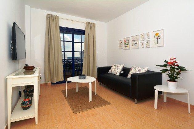 LZ 110068-71 Wohnraum mit Zugang zur Terrasse