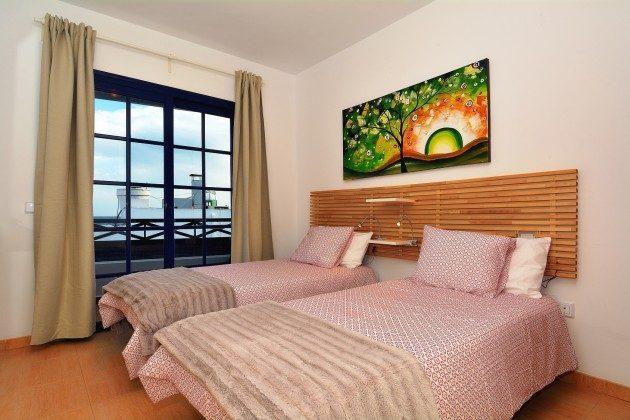 LZ 110068-71 eines der Schlafzimmer mit zwei Einzelbetten