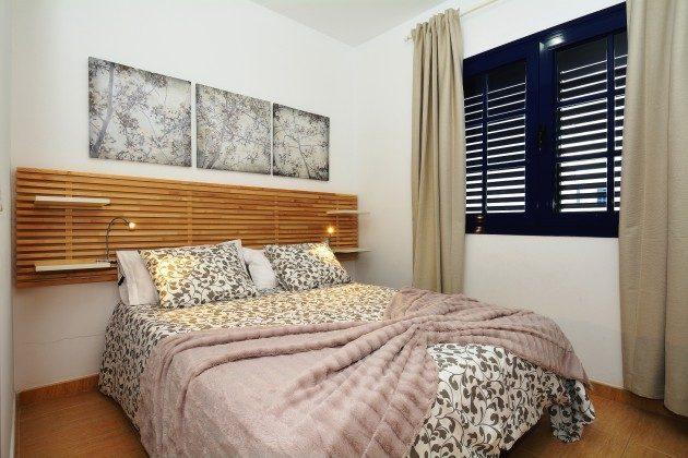 LZ 110068-71 Schlafzimmer mit Doppelbett