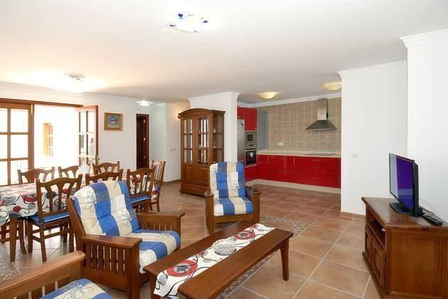 Wohn-/Esszimmer und Küche, Zugang zur Terrasse