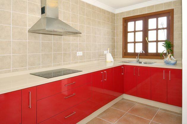 Küche mit großer Aurbeitsfläche
