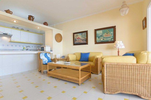 LZ 144288-24 Wohnbereich und offene Küche