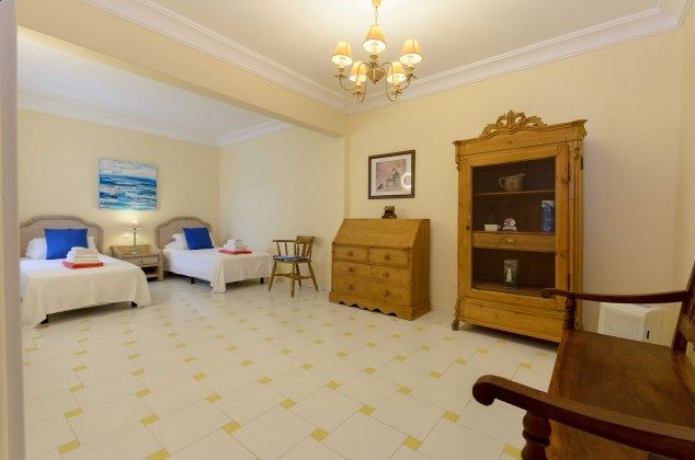 LZ 144288-24 Schlafzimmer mit zwei Einzelbetten