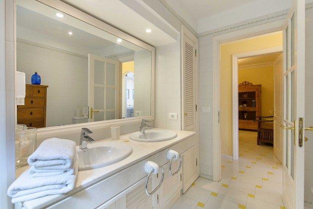 LZ 144288-24 Badezimmer 1 mit Dusche und Doppelwaschtisch