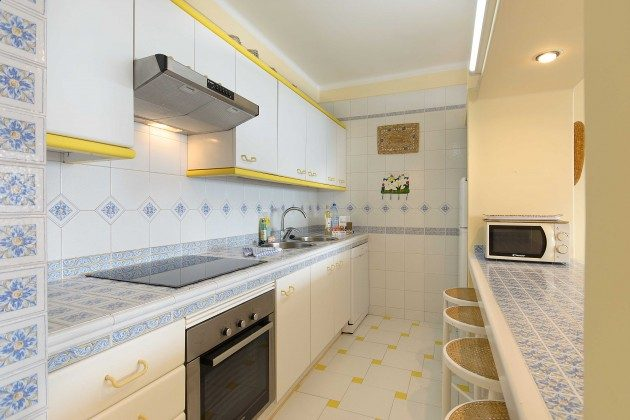 LZ 144288-24 Küchenzeile und Esstheke