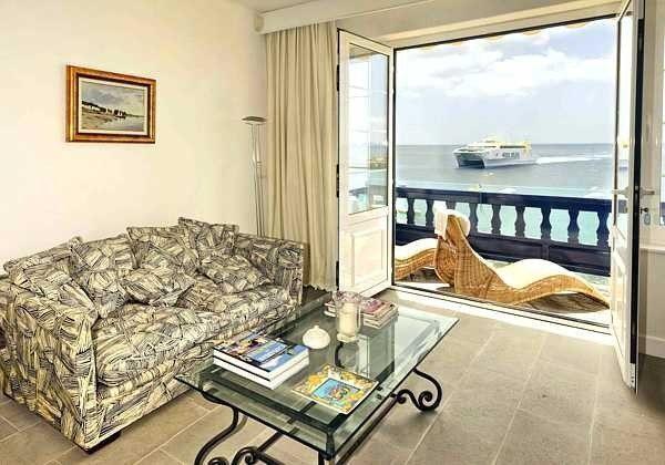 Wohnzimmer mit spektakulärem Ausblick