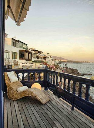 Balkon mit Ausblick am Abend