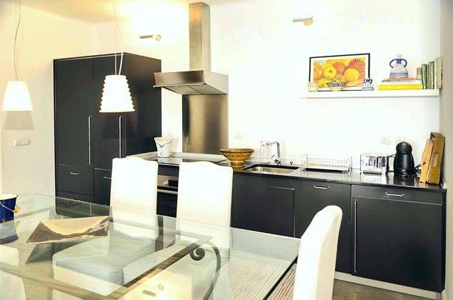 Essplatz und gut ausgestattete Küchenzeile