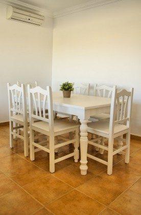 LZ 144288-30 Esstisch mit Stühlen im Wohnbereich