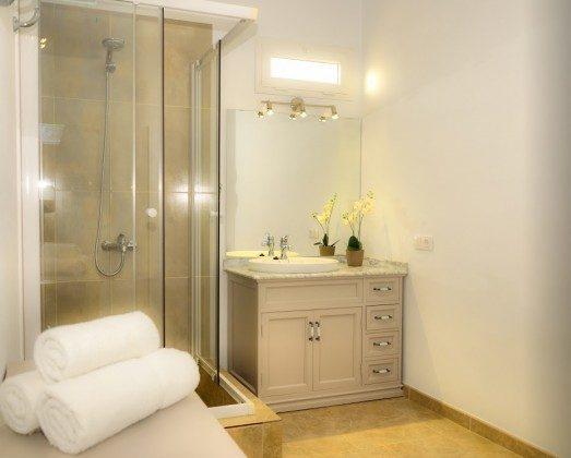 LZ 144288-30 zweites Badezimmer mit Dusche